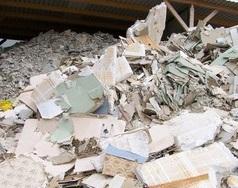tas de déchets de plâtres